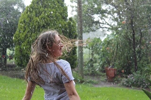雨にぬれるのは楽しい。大人は分かってくれない。