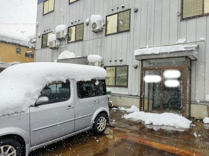 【実体験】アパートの雪かきはどこまでやるの?駐車場や捨て場所も解説